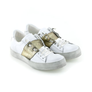 Sneaker low with lace band gold